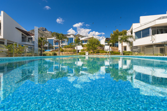 3 bed luxury townhouse with sea and mountain views