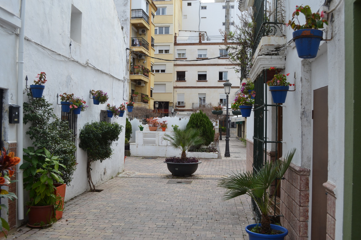 IN ESTEPONA'S HISTORIC CENTRE - NEWLY RENOVATED APARTMENT