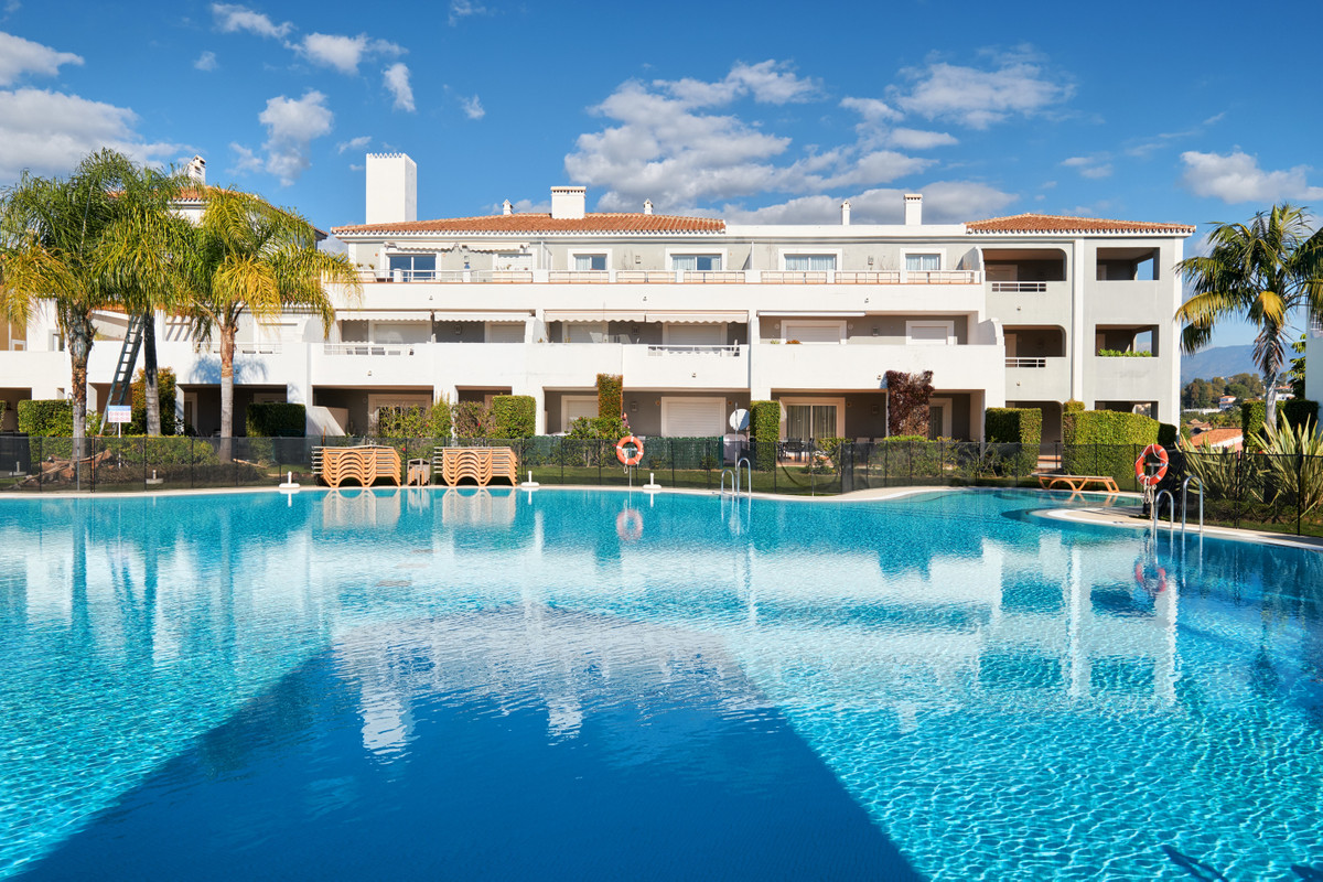 Ground floor apartment in the sought after resort of Cortijo de Mar