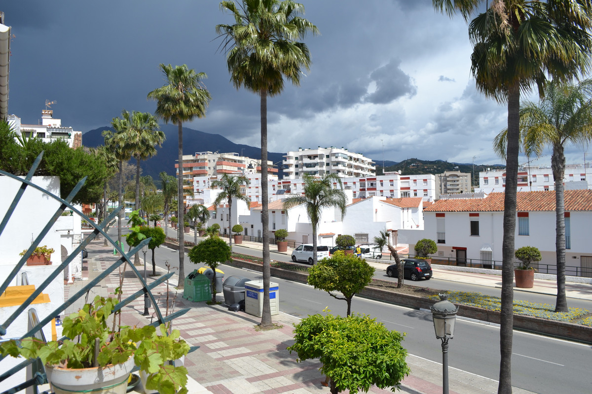 1km from the beach, near to shops you can have an amazing townhouse!
