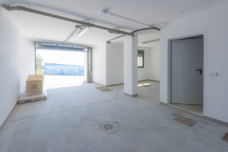 Bright and spacious apartment - perfect location