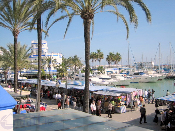 400m from the Estepona Marina and its amazing beach!