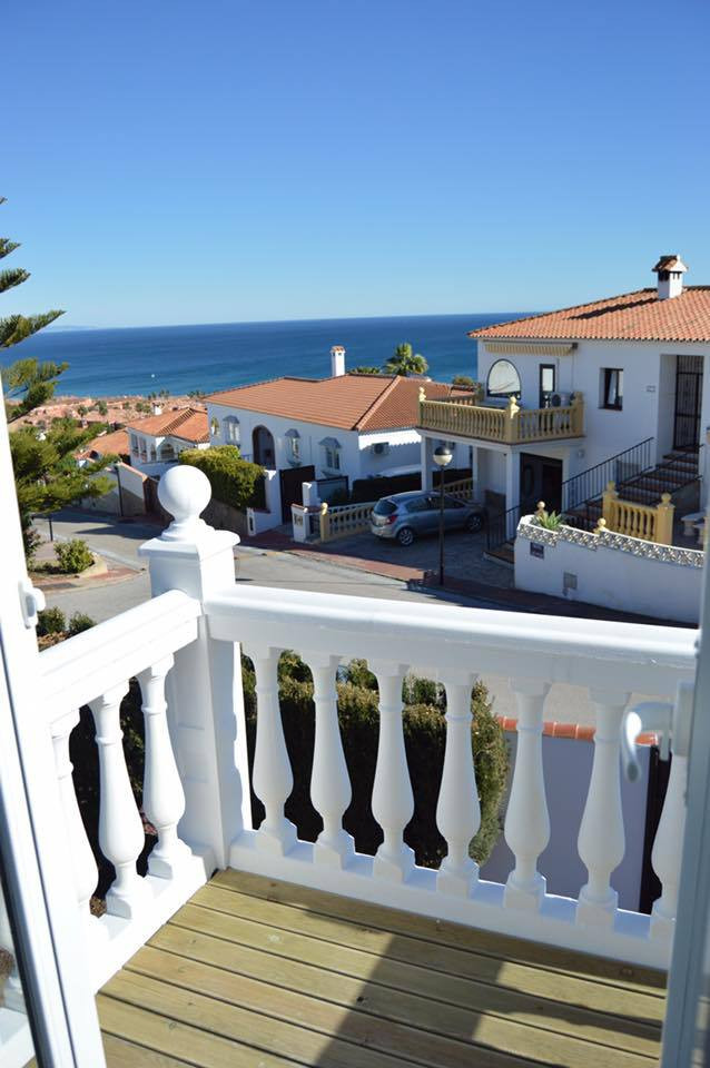 Spacious 3 bed home with spectacular sea views