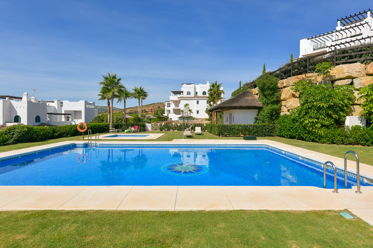 Ground Floor Apartment for sale in Casares R3093037