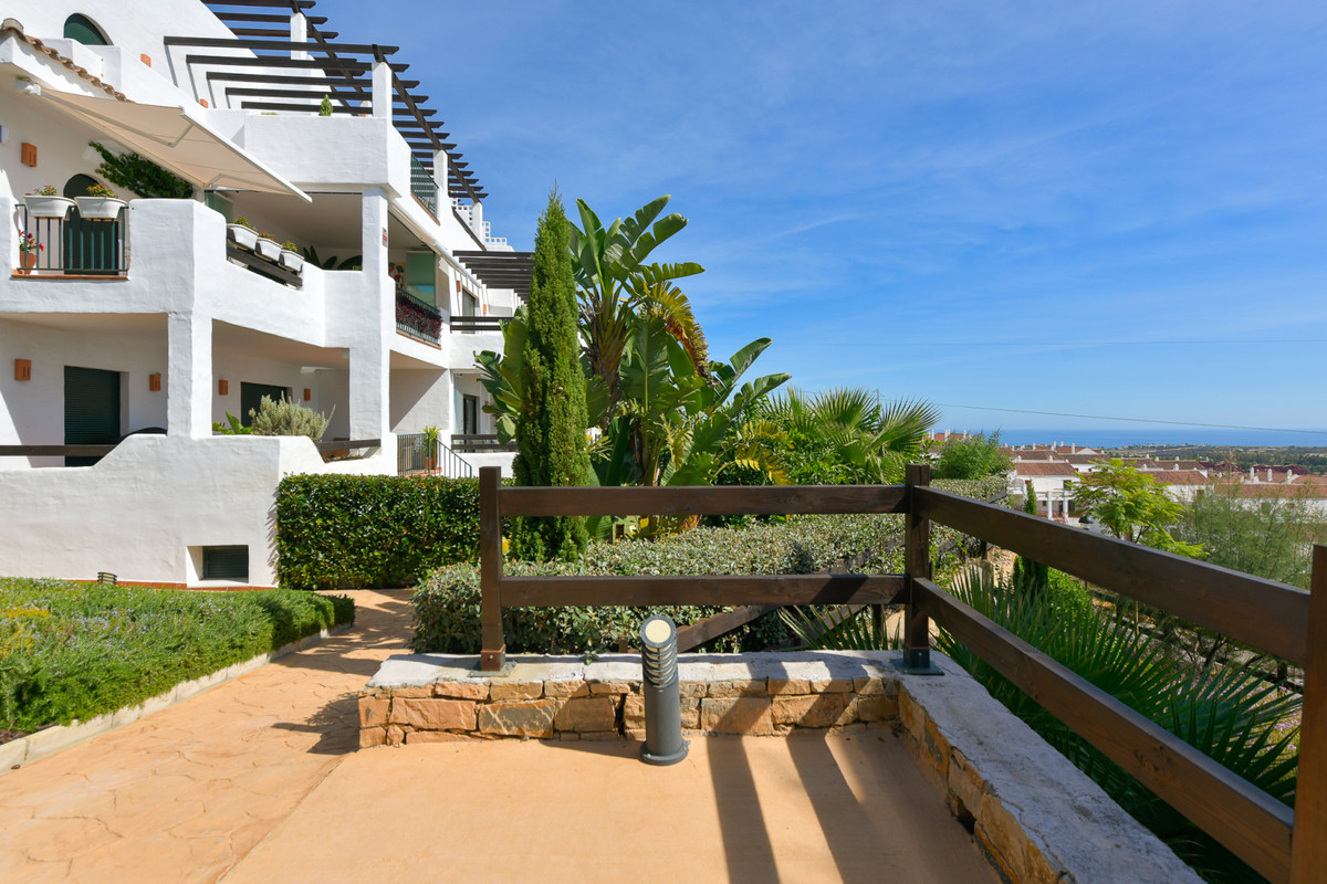 Impeccable 2-bed, 2-bath apartment with stunning PANORAMIC GOLF, SEA AND MOUNTAIN VIEWS