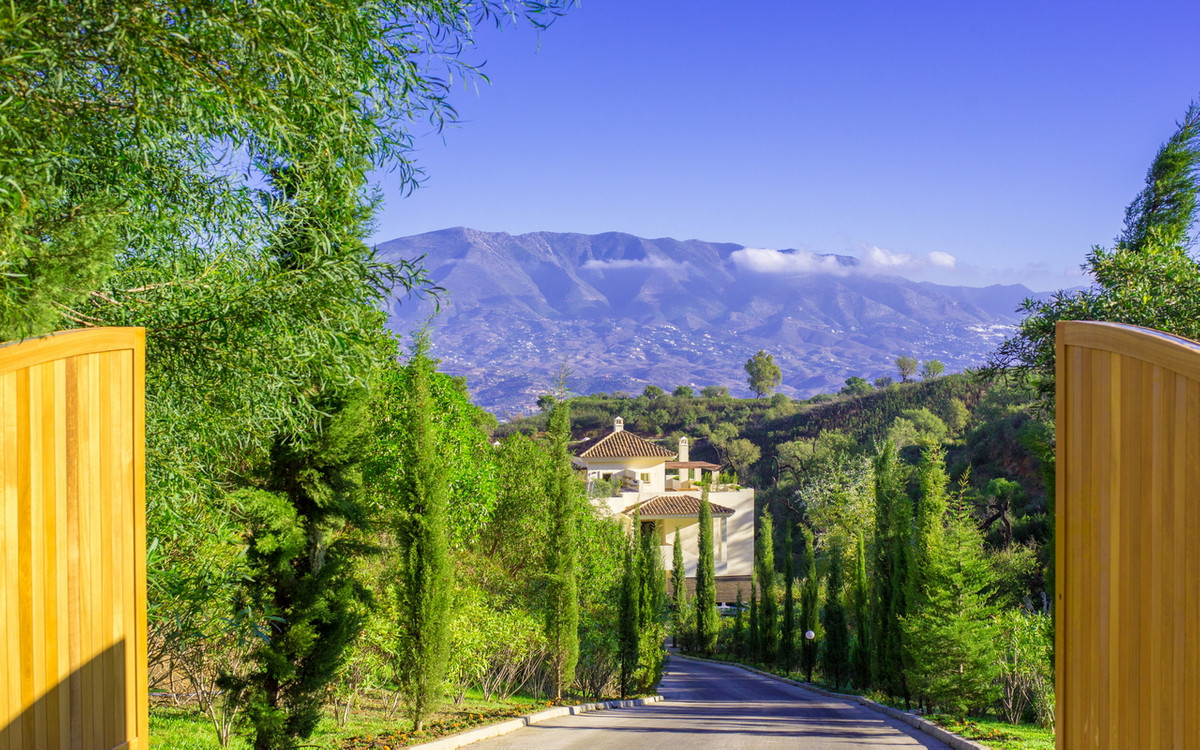 Beautiful private estate on the hills of Marbella