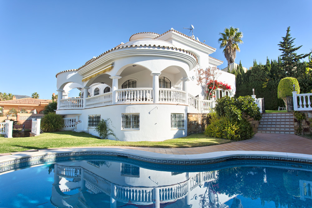Classic Spanish villa 500m from beach and restaurants