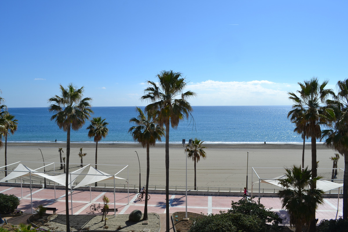Beach front apartment in Estepona : what could be nicer ?