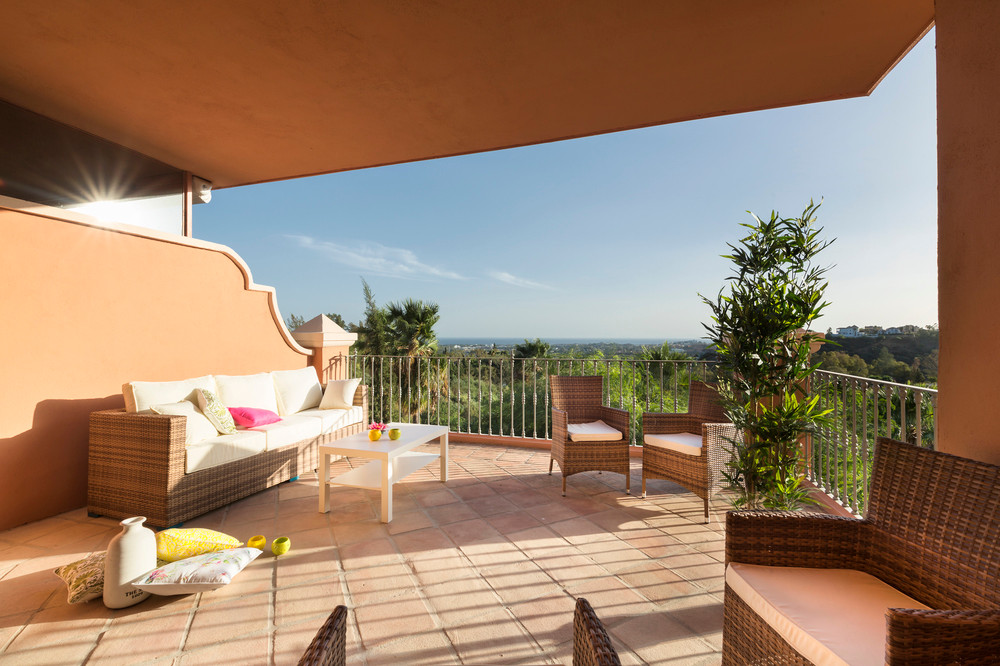 Near world famous Marbella, with panoramic sea and golf views