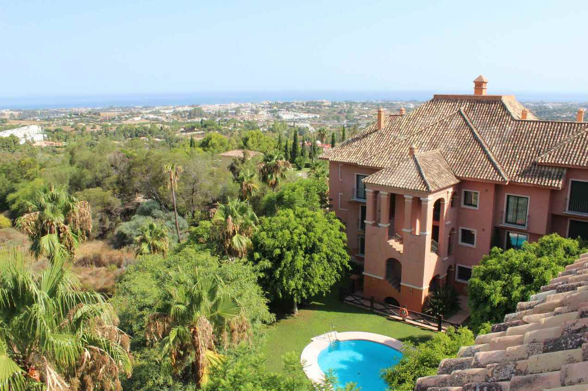 Top floor apartment with panoramic golf and sea views