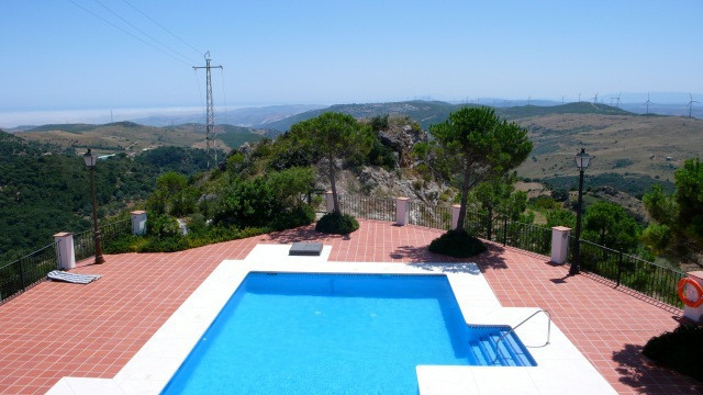 3 bedroom property 15 minutes to the coast