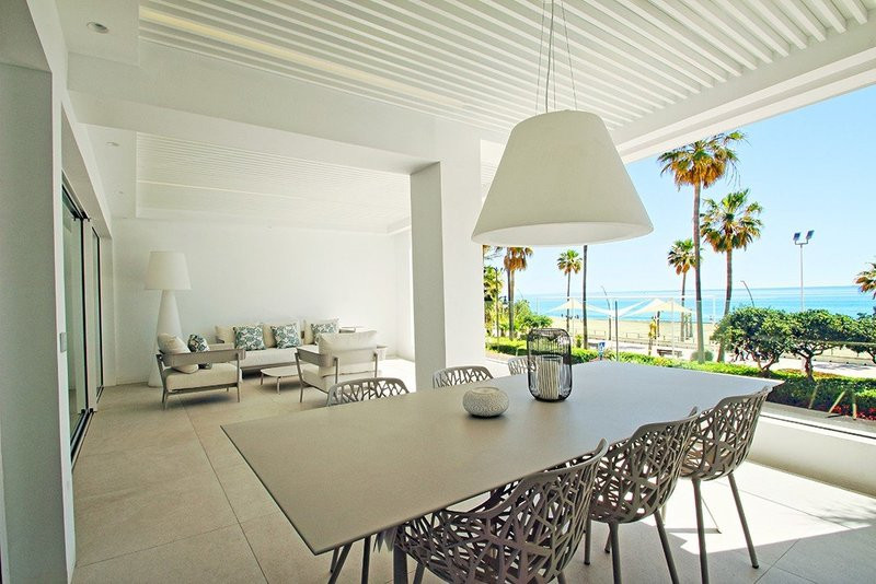 4 bed apartment on seafront and with infinity pool