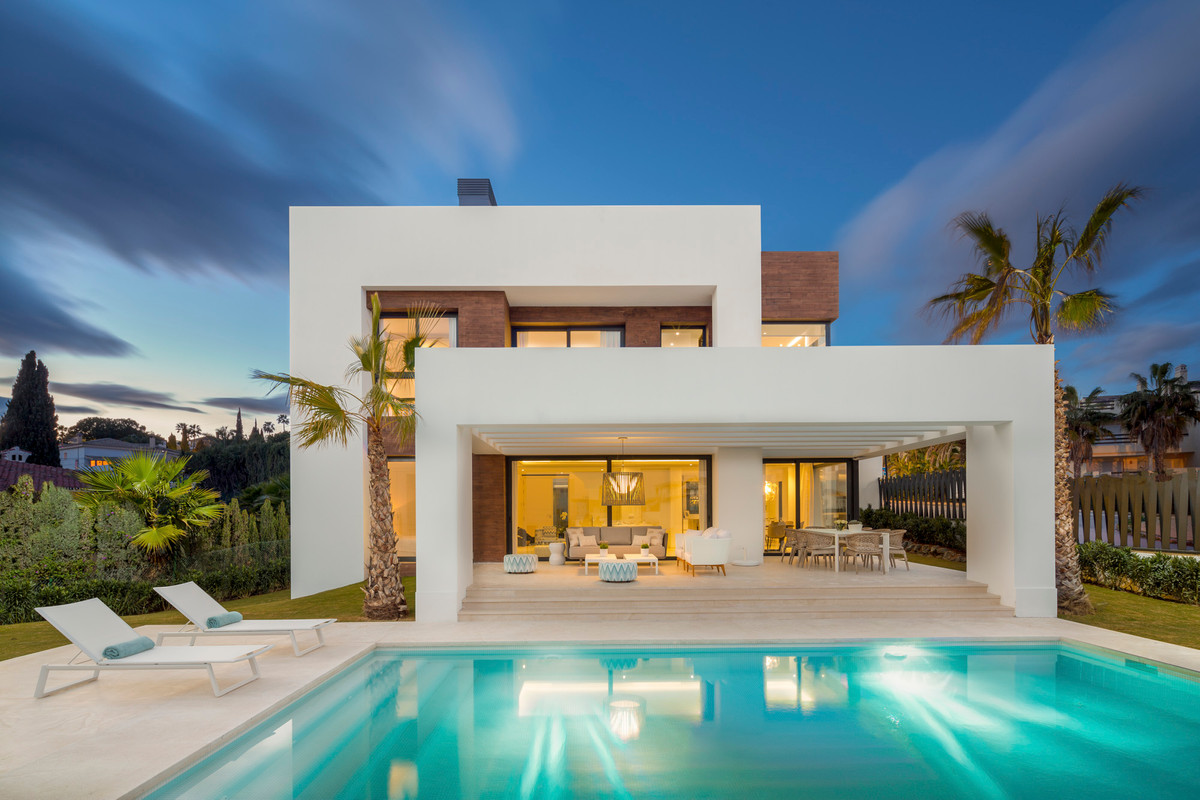 Spacious villas enjoying the year round climate of the Costa del Sol