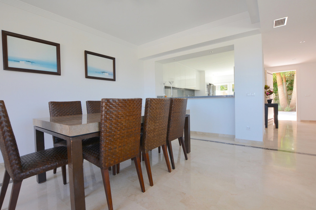 Incredibly spacious townhouse near beautiful marina