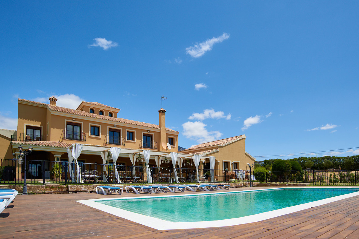 'Cortijo-style' country house with substantial equestrian facilities