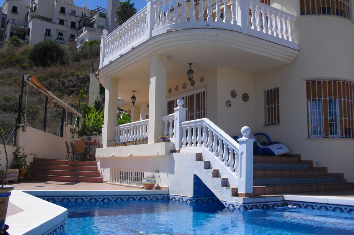 Stylish villa only 300m from the beach