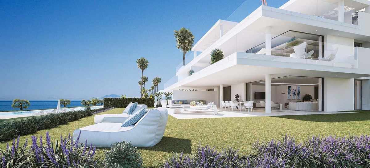 DREAMS OF THE SEA - IN AN IMMACULATE LOCATION ON LOVELY BEACHES