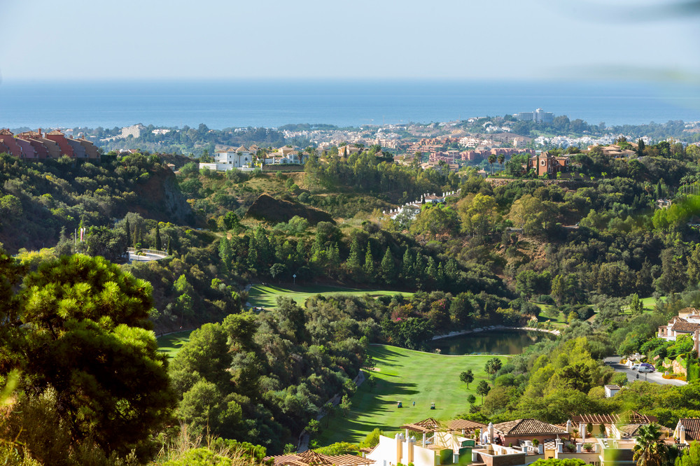 Impressive views over the sea and the golf course