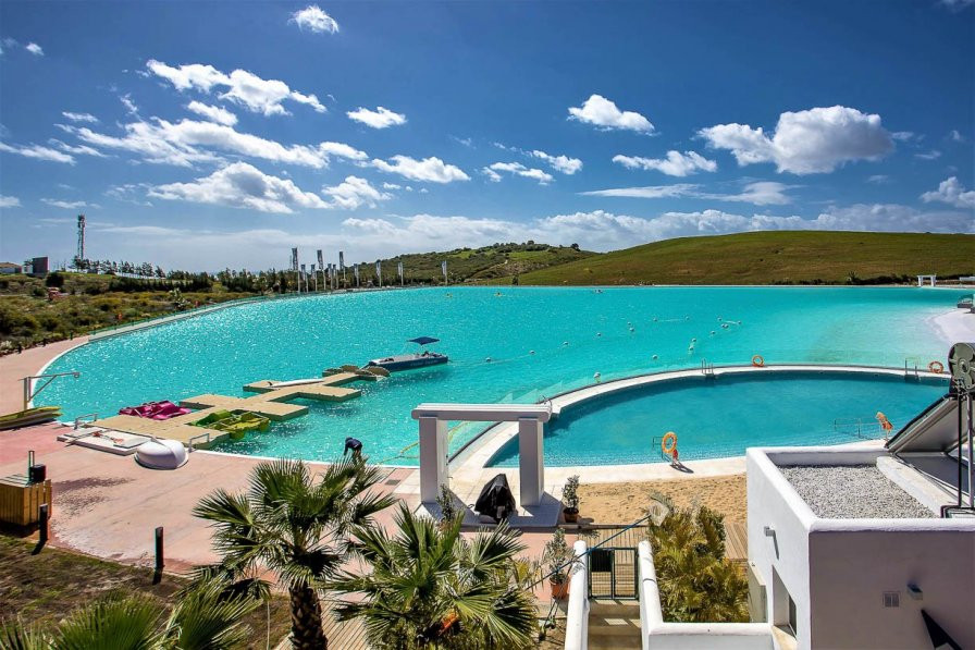 3 bedroom apartment next to a lagoon