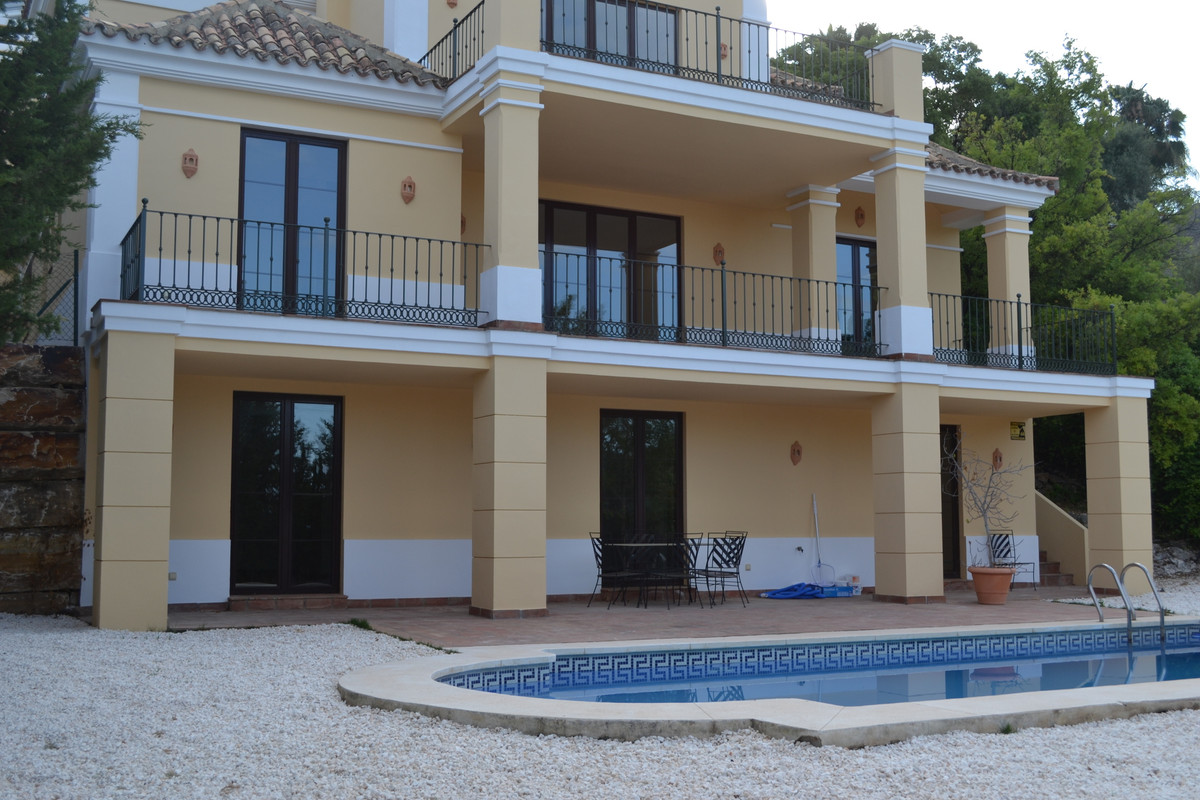 CLASSIC MEDITERRANEAN VILLA WITH VIEWS OF SEA, GOLF AND MOUNTAINS