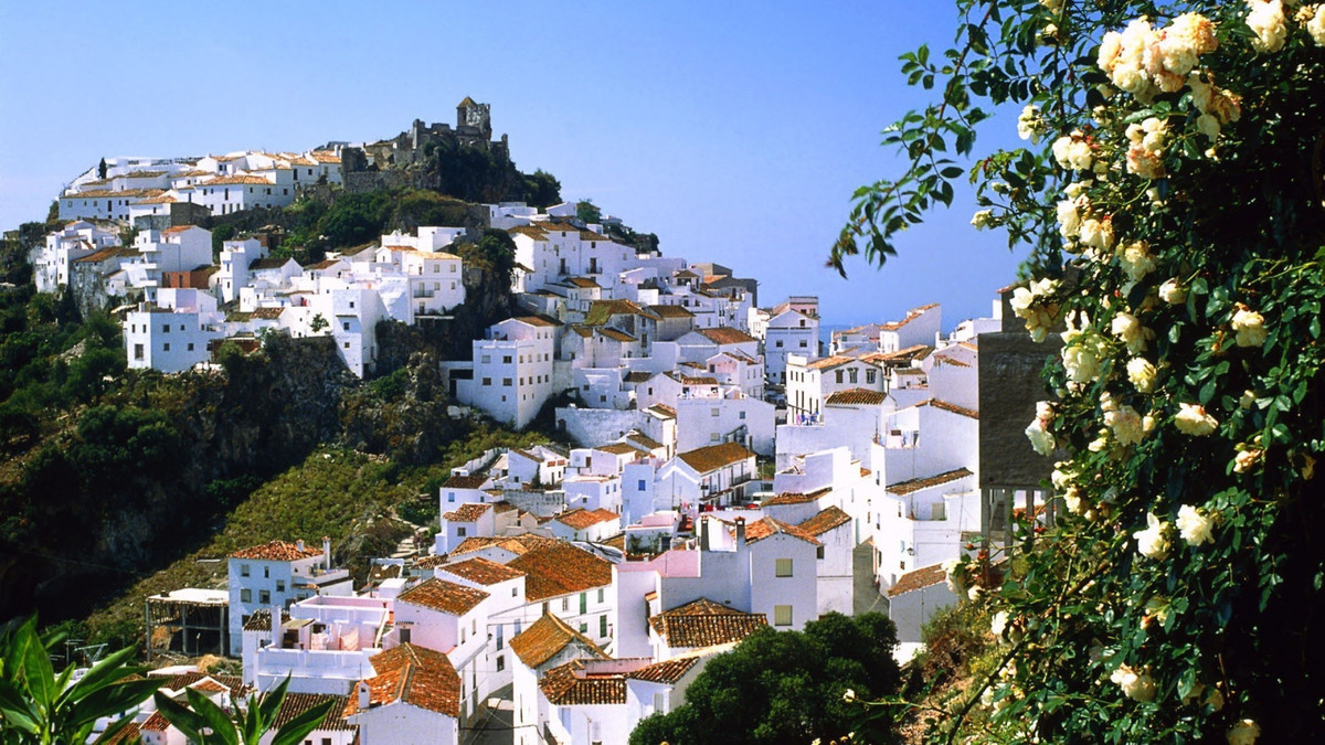 STUNNING MOUNTAIN VILLAGE ONLY 10 MINUTES TO THE BEACHES.  This is a rare opportunity to acquire a s,Spain