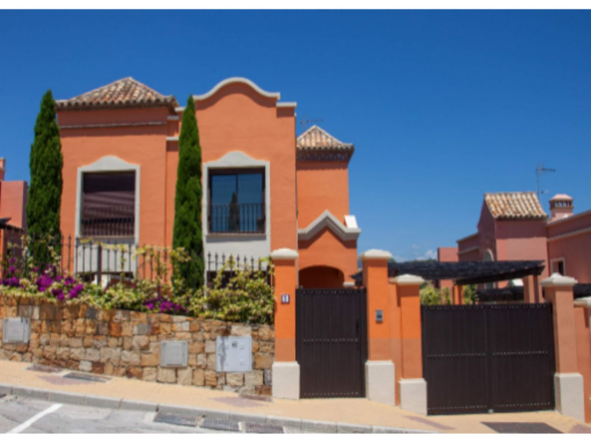 Villa overlooking the new golf course - between Gibraltar and Malaga