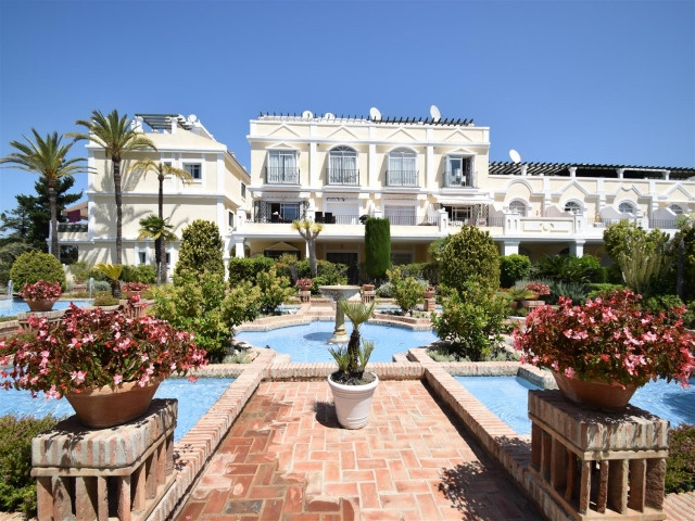 In the heart of the golf valley, Puerto Banus on your doorstep