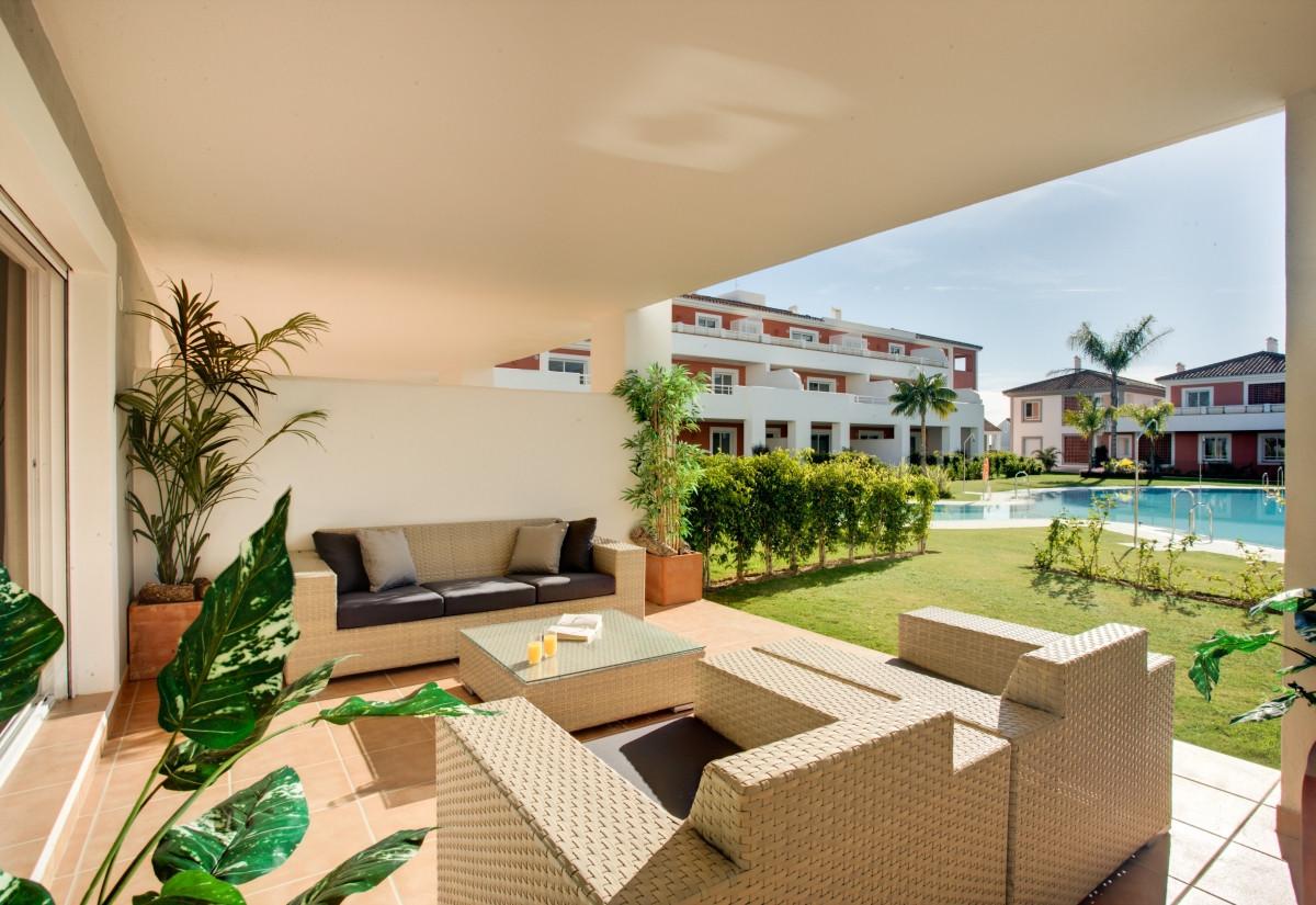 Elegant and contemporary apartment near Estepona