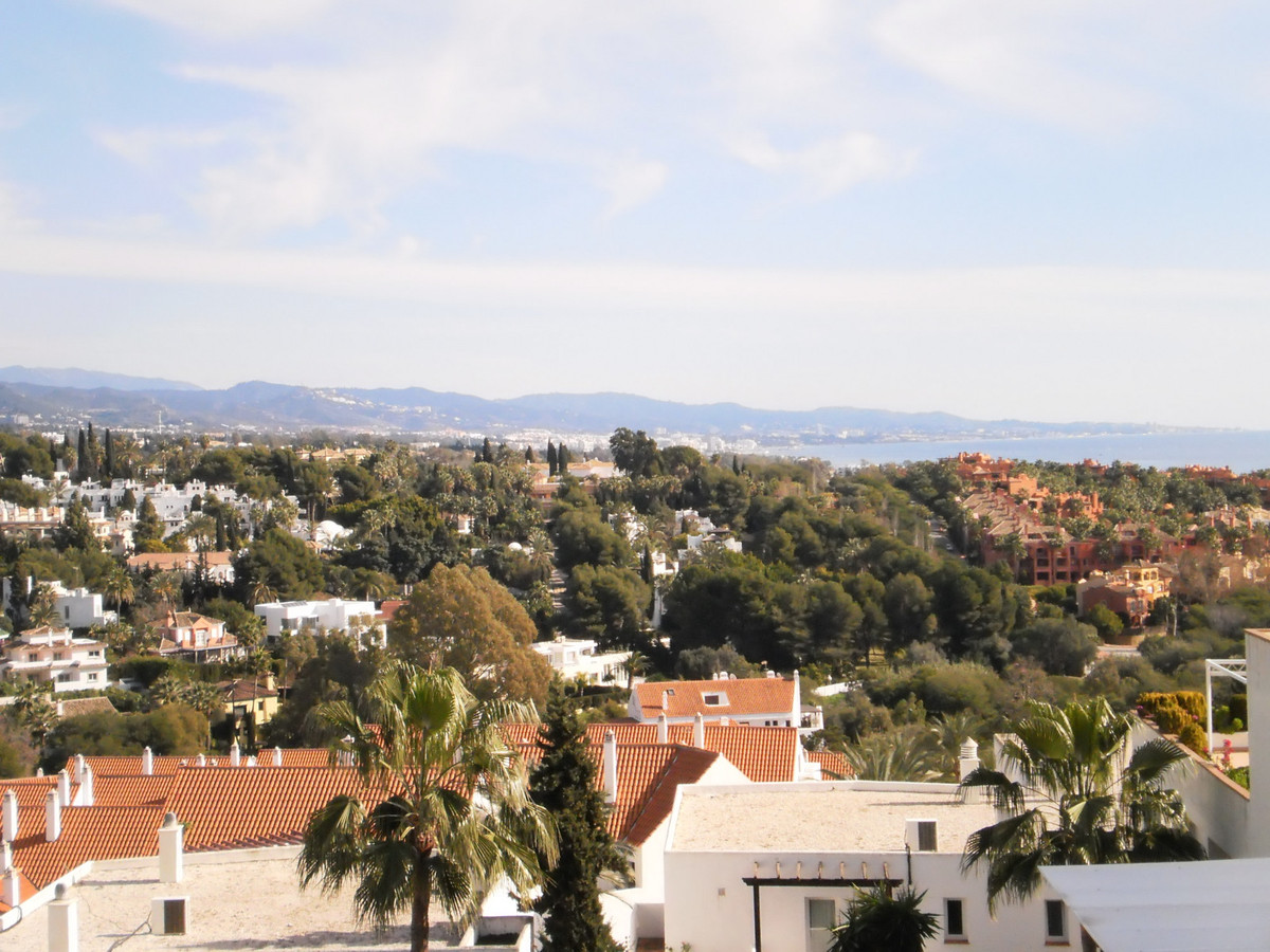 In a wonderful location, only km from Puerto Banus