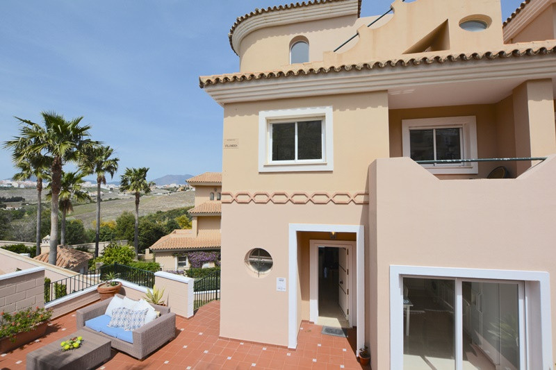 TOWNHOUSE WITH PRIVATE GARDEN situated in the hills above Puerto de la Duquesa