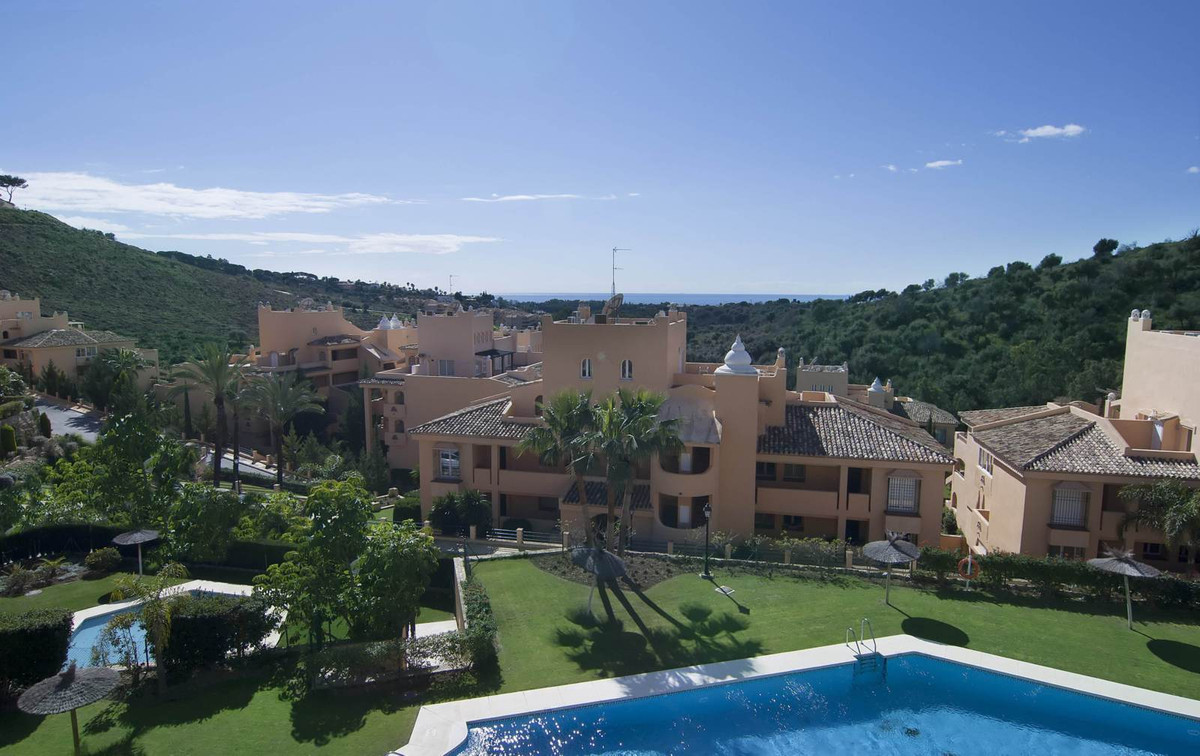 2 bed apartment encircled with golf courses