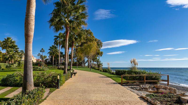 Marbella Banus Apartamento Planta Media en venta en New Golden Mile – R3215473