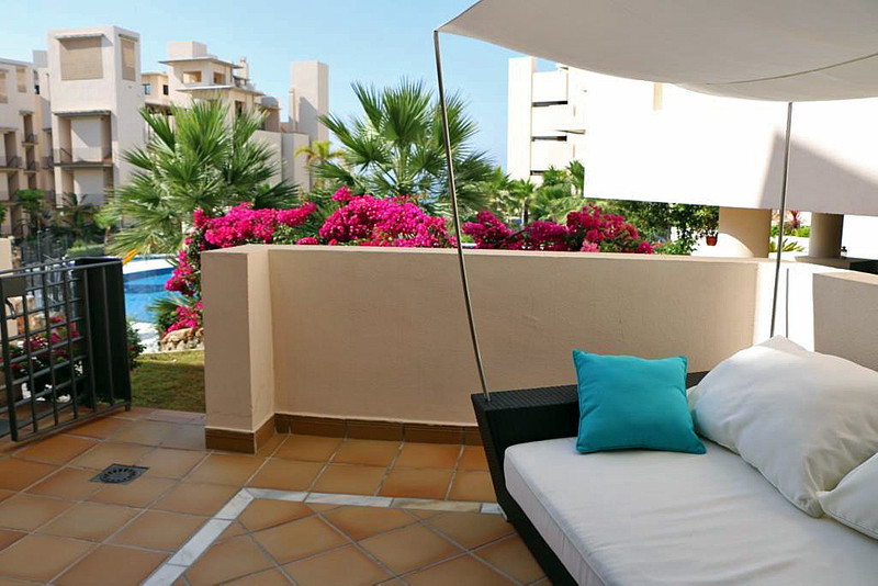 Marbella Banus Apartamento Planta Baja en venta en New Golden Mile – R3080722
