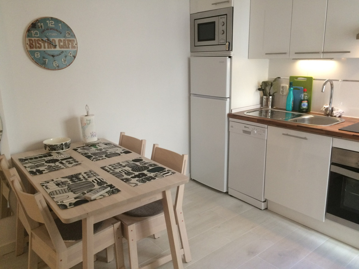 Recently renovated 1 bedroom apartment on sale in Los Boliches. Close to everything (restaurants, baSpain
