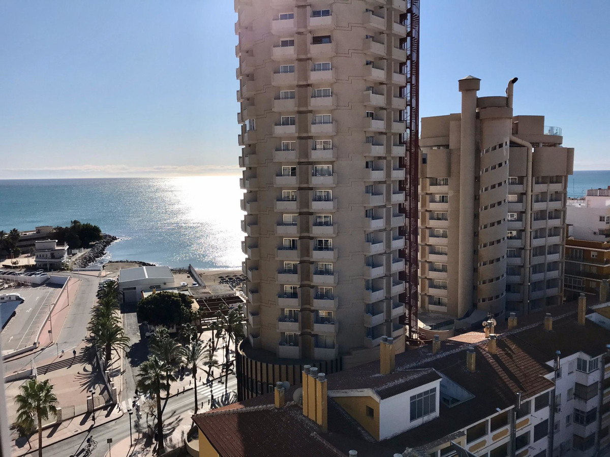 Studio for sale in a great location in the center of Fuengirola. The apartment is on the 12th floor ,Spain