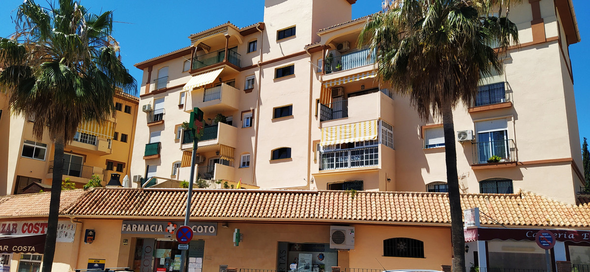 Totally reformed West facing Good sized apartment in el Coto , close to  the shops ,bars and restuar,Spain