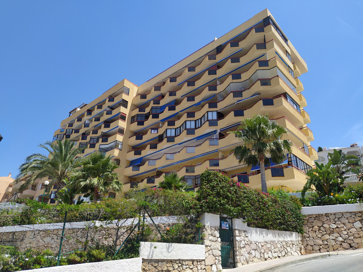 Large 3 bed apartment in a reasonable condition with 2 bathrooms  , new to the market this property , Spain