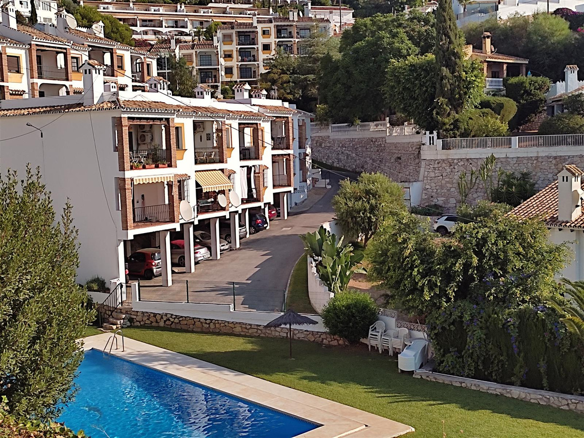 Well presented and recently reformed 2 bed ground floor apartment with panoramic sea views, you have,Spain