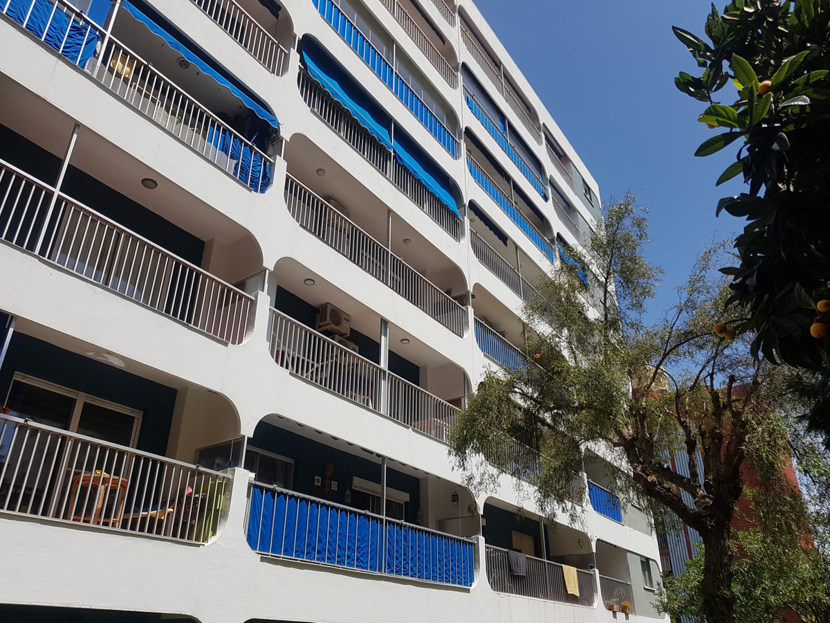 Large 4 bed 2 bath corner apartment in Central Fuengirola next to Pueblo Lucia complex with communal,Spain