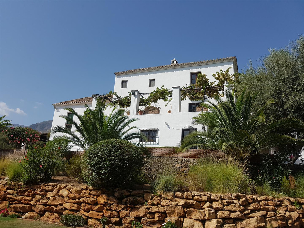 A large cortijo style villa set on a large plot within walking distance of Lew Hoad Tennis Club with,Spain