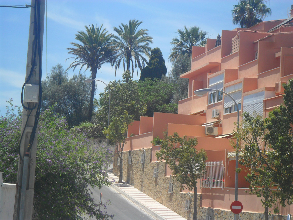 A large 3 bedroom end townhouse in a nice urbanisation within walking distance of Carihuela beach an, Spain