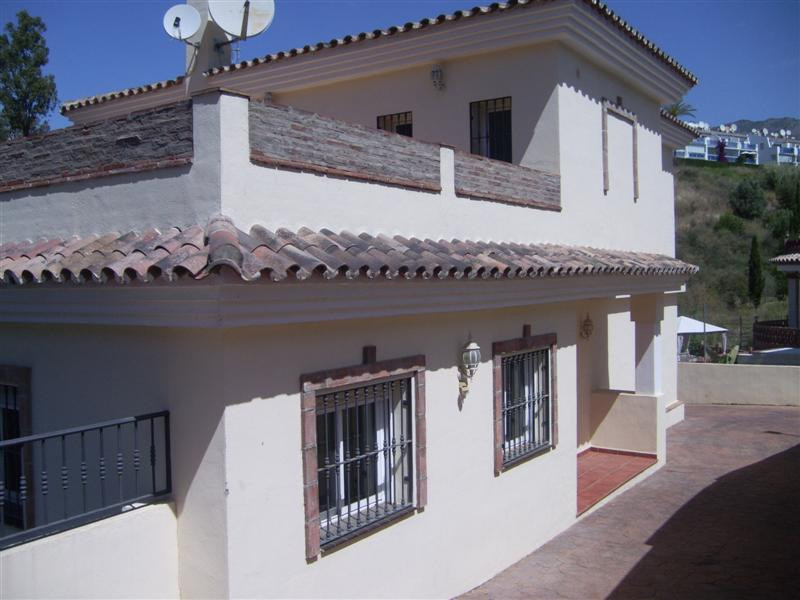 A large south west facing 4 bed villa with garden, pool and private driveway. The property consists , Spain