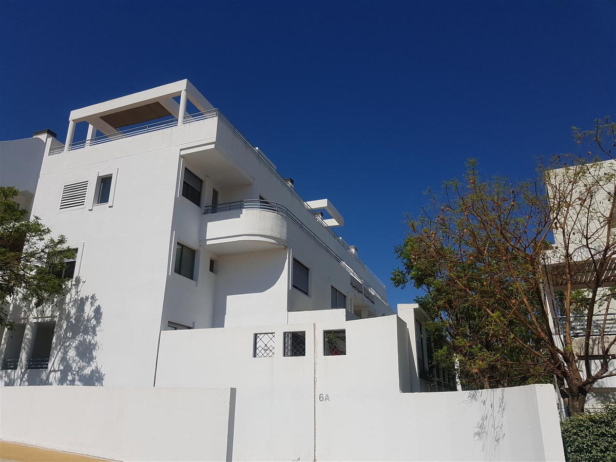 An immaculate 3 bedroom modern duplex penthouse in a development with two communal pools and very cl, Spain