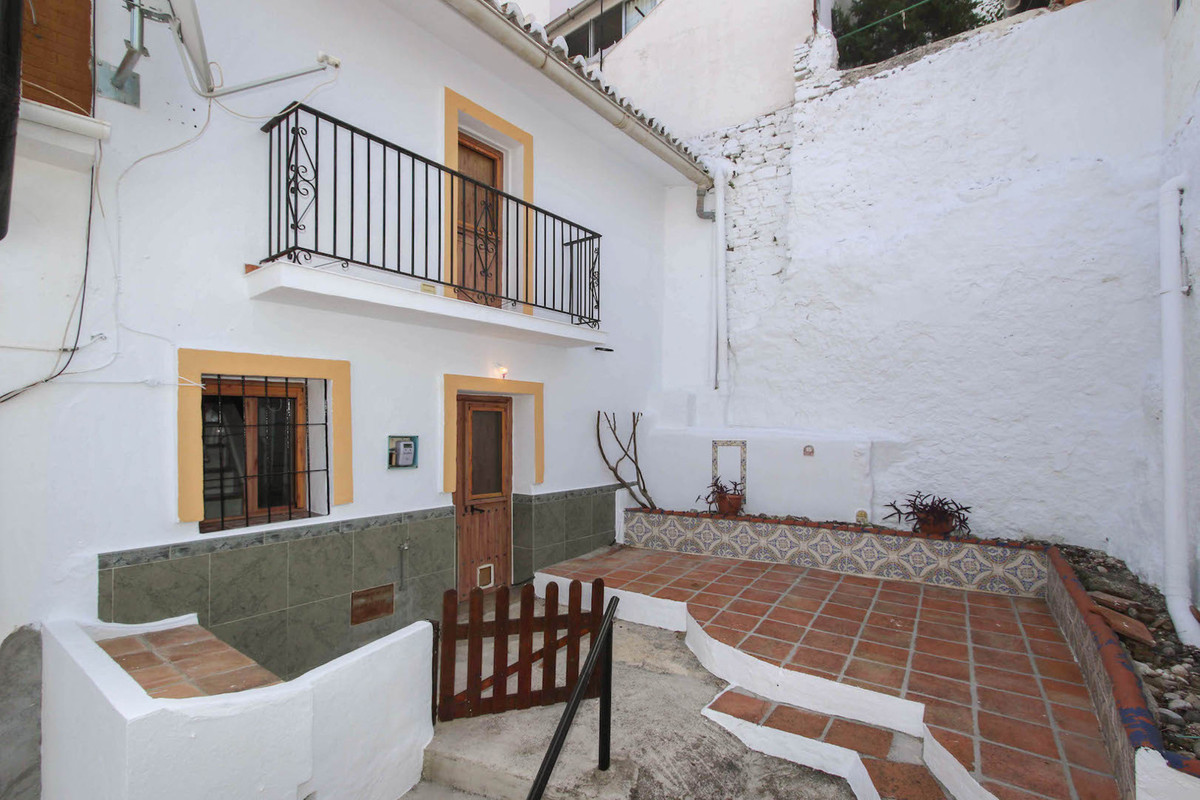 Terraced House - Alozaina