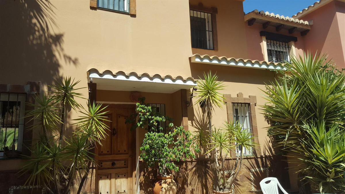 A good sized terraced townhouse in Sierrezuela benefiting from a large front gated terrace with off ,Spain