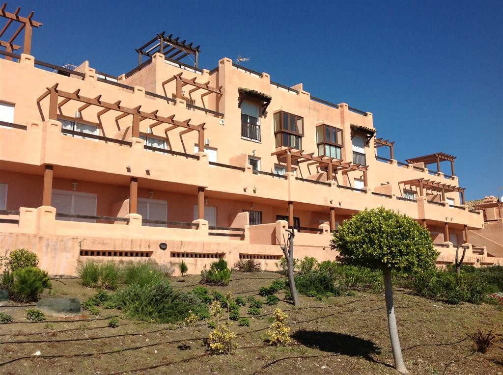 A 2 bed apartment with panoramic sea and mountain views and close to Finca Cortesen and Casares golf,Spain