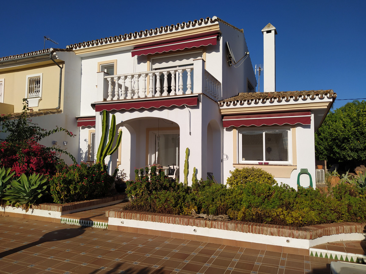 Spacious semi-detached house situated in an attractive neighborhood with community pool, barbeque, c, Spain