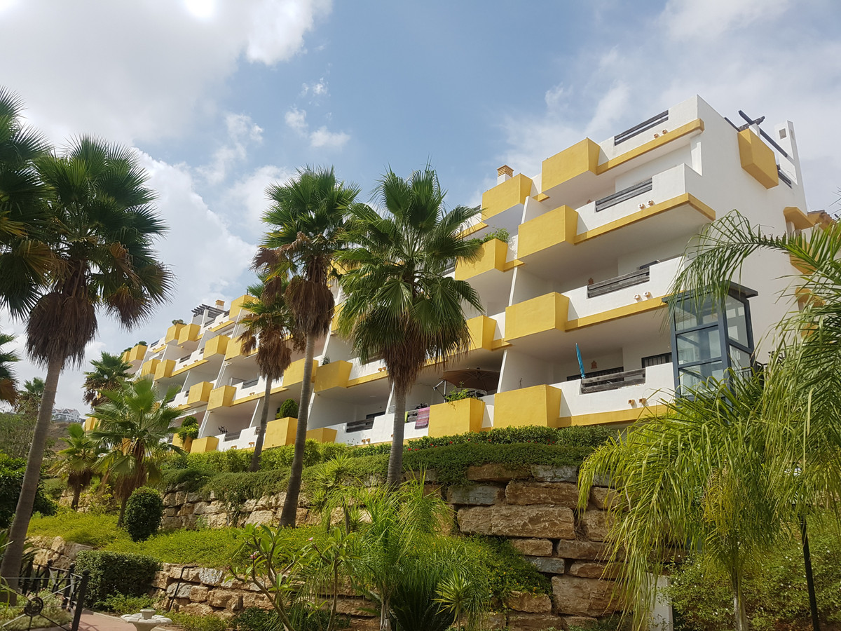 Luxury 2 bed, 2 bath  apartment with panoramic sea and golf views ,set in Grand Calanova golf in the,Spain