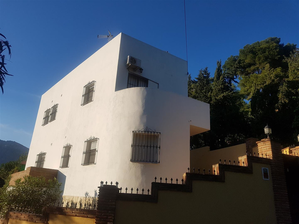 A 4 bedroom villa on a walled and gated plot close to Torremolinos.  There is a basement double gara, Spain