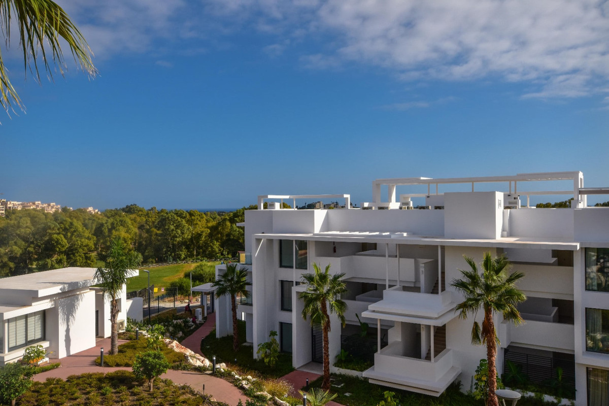 Middle Floor Apartment, Benahavis, Costa del Sol. 2 Bedrooms, 2 Bathrooms, Built 102 m², Terrace 25 , Spain